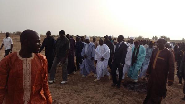 Pose de la première pierre de l'ISEG Bambilor:  Le maire Ndiagne Diop offre des tablettes à plus de 100 étudiants de sa localité