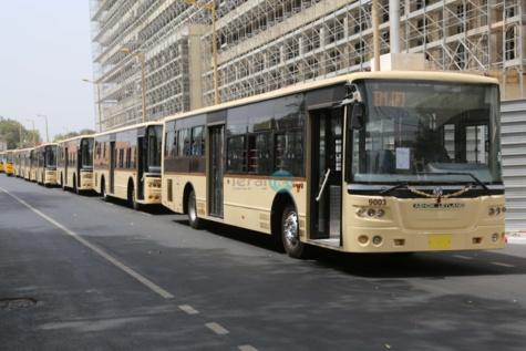 Le chef de l'Etat réceptionne les nouveaux bus de Dakar Dem Dikk, peints aux couleurs de l'Apr