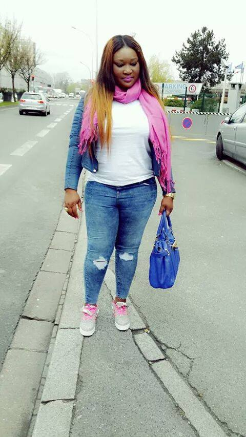 """Thiané, la fille de Mbaye Dièye Faye, en mode """"promenade"""""""
