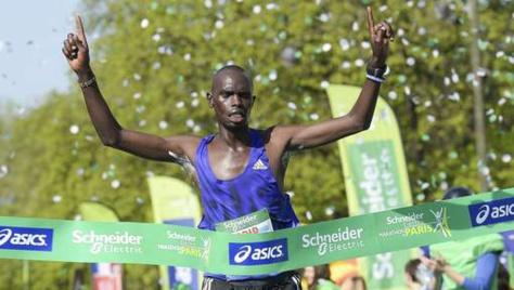 Le Kenyan Mark Korir remporte le marathon de Paris