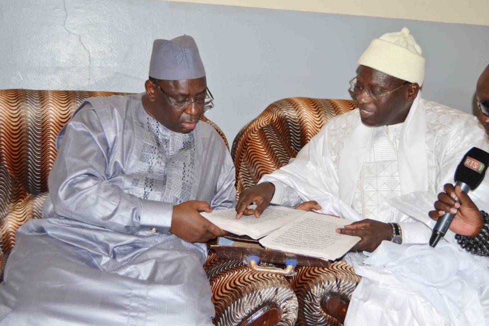 Ndorong Touba (Kaolack) : Serigne Issakha Mbacké ibn Serigne Bassirou Mbacké déroule le tapis rouge à Macky Sall