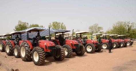 Kaffrine: Macky Sall a reçu 1000 tracteurs venus du Brésil