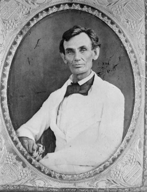 Jusqu'à quelques semaines de son élection, Abraham Lincoln ne portait pas le collier de barbe qui le symbolise. © ap.