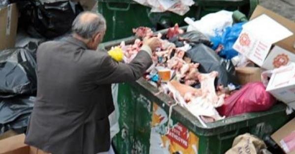 Une restauratrice prend conscience qu'un homme fouille ses poubelles... Et voilà ce qu'il a fait !