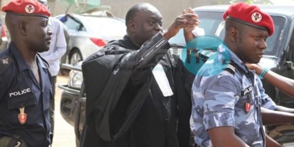 """Suspendu du barreau, Me El Hadji Diouf laisse éclater sa colère et traite Karim Wade de """"grand voleur"""""""