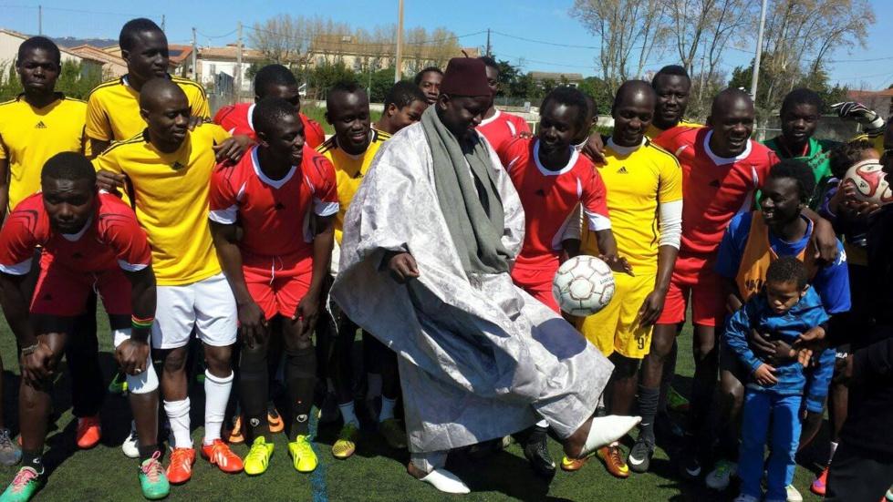 (Photo) Tamsir Faye, Consul général du Sénégal à Marseille, jongle un ballon en... babouches et chéchia, s'il vous plaît !