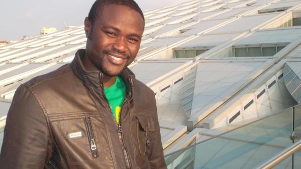 Le journaliste Ibou Diouf aborde le recul du français à la télévision dans un mémoire