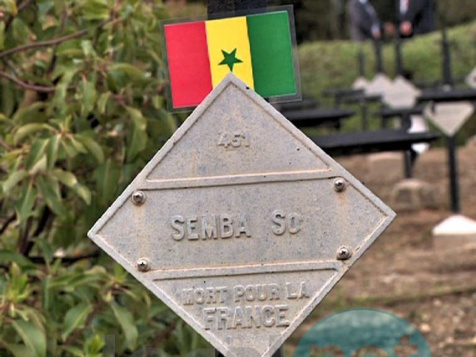 Arrêt sur images: Macky Sall se recueille sur les tombes de tirailleurs sénégalais de Çanakkale en Turquie