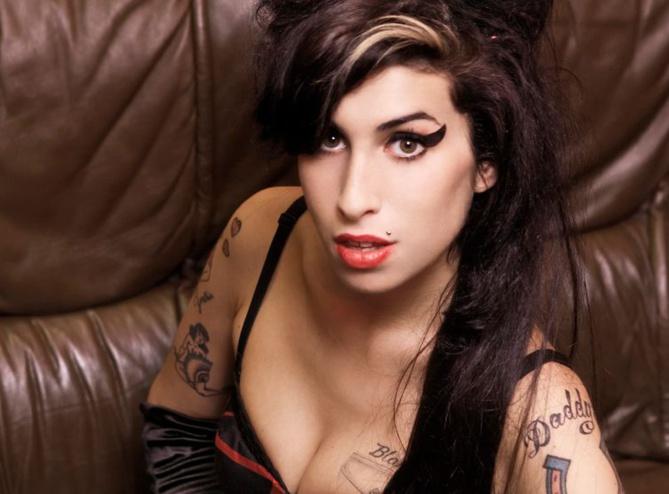 Le père d'Amy Winehouse en guerre contre le documentaire sur sa fille présenté à Cannes : « No.. No… No! »