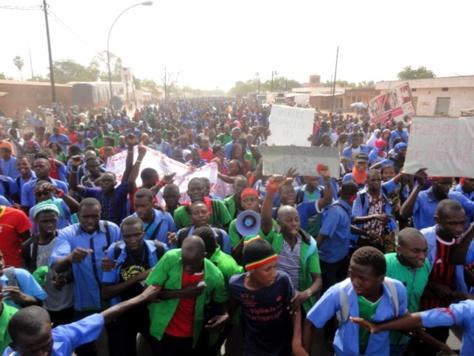Grève des enseignants : Tamba marche contre une année blanche