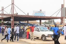 Grève en vue : Alassane Ndoye et ses camarades chauffeurs menacent de boycotter la gare des « Baux Maraîchers »...