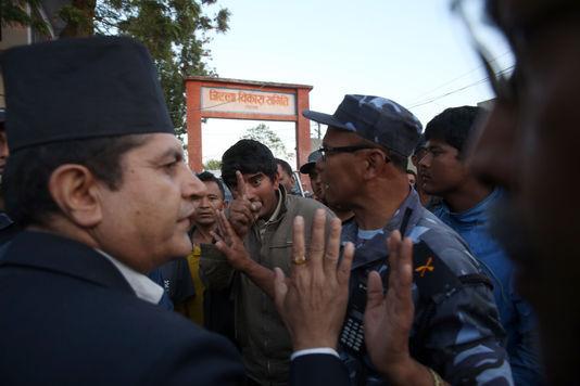 Après le séisme, la colère des habitants des vallées népalaises