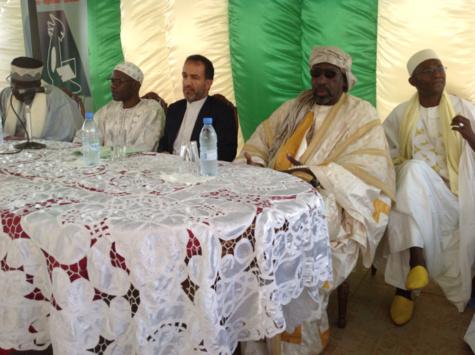 de gauche à droite, le Grand Serigne de Dakar, Abdoulaye Makhtar Diop, son Excellence l'Ambassadeur Hassan Alibashi Bakhshi, Serigne Abdou Aziz Sy al Hamid et Alioune Badar Bèye