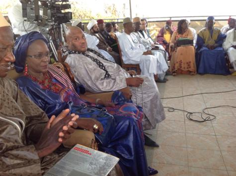Le ministre-conseiller Amsatou Sow Sidibé, à côté d'Ahmed Saloum Dieng ; en arrière-plan, la députée Mously Diakhaté à côté de Mourchid Iyane Thiam