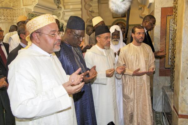 (Texte et Photos) Le Président Macky Sall en pèlerinage au mausolée de Cheikh Ahmed Tidiane Chérif