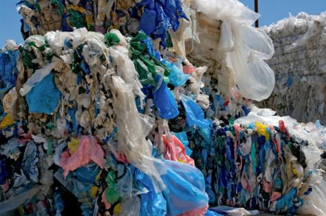 Interdiction des sachets plastiques à faible micronnage : Les non-dits d'une loi