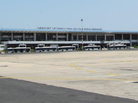 Les agents aéroportuaires menacent de paralyser le secteur