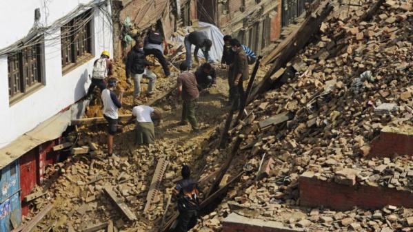 Nepal : Une femme et et un adolescent découverts vivants aujourd'hui