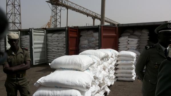 Pour rappel, il y a plus de 3 semaines, il a été également effectué par le même Bureau des Douanes une saisie de 10 conteneurs de 27 tonnes de sucre soit 270 tonnes de sucre cristallisé.