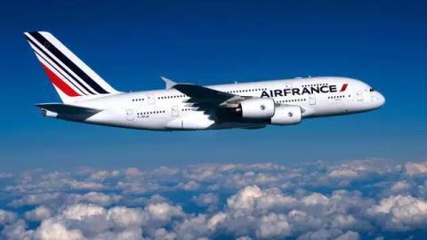 Naissance à bord : Un bébé vient au monde dans un vol de nuit Dakar-Paris