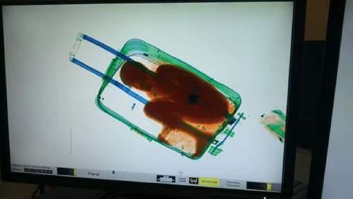 Espagne : Une jeune femme embarque un enfant ivoirien, qui voulait retrouver son père, dans sa valise
