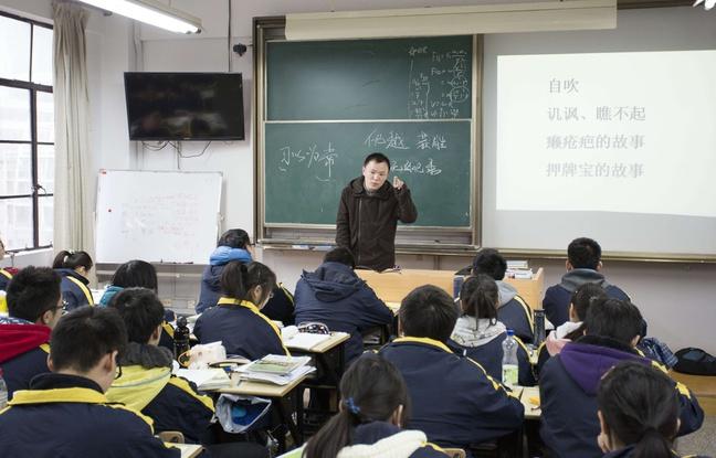 Chine : Un étudiant a porté pendant trois ans son ami handicapé jusqu'à l'école