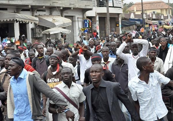 Manifestation des étudiants : Thiès en feu