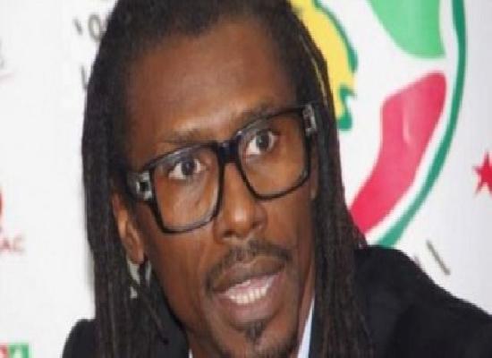 """Aliou Cissé : """"On ne peut pas donner les clés de l'équipe à Sadio Mané, il n'a pas encore cette envergure"""""""
