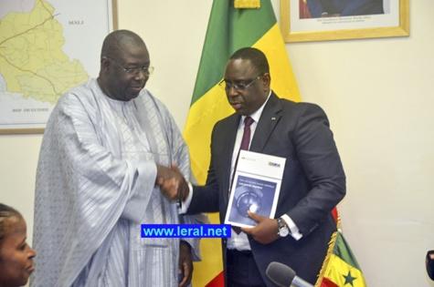 """Médias au Sénégal : Macky Sall appelle à """"une mobilisation collective pour assainir, moraliser et redynamiser le secteur"""""""