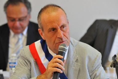 """Un maire UMP veut """"interdire"""" l'islam en France"""