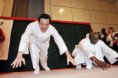 Yaya Jammeh et le Président taïwanais sur le tatami