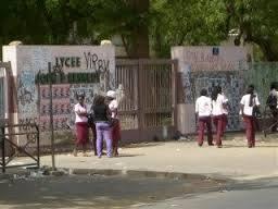 Vol, faux usage de faux : Le professeur de français arrêté  en plein cours au Lycée Kennedy
