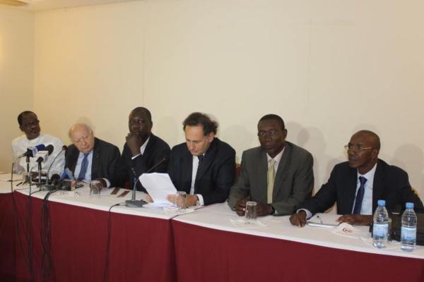 """Texte liminaire de la conférence de presse du Collectif des avocats du """"prisonnier politique"""" Karim Wade"""
