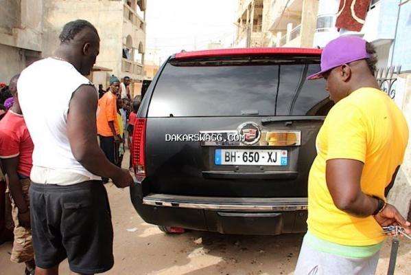 """(7photos) Balla Gaye sur le cadeau de Mamadou Sakho : """"c'est une voiture que j'avais l'habitude de voir dans les films"""""""