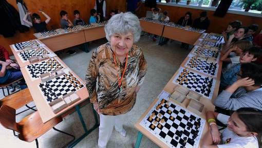 """La """"reine"""" des échecs sacrée à 87 ans?"""