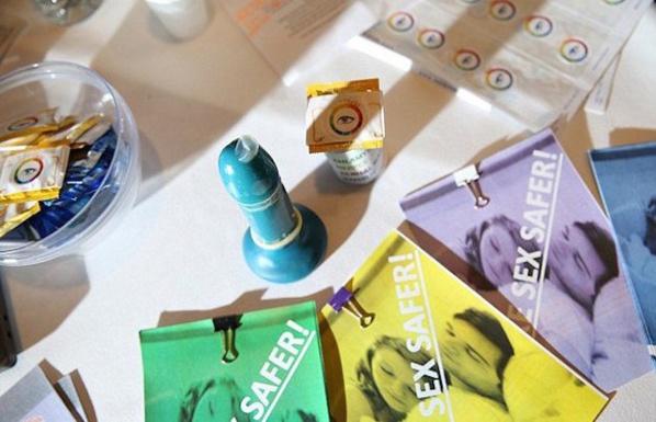 Un préservatif qui change de couleur si vous avez une MST… L'invention révolutionnaire d'une bande d'adolescents !