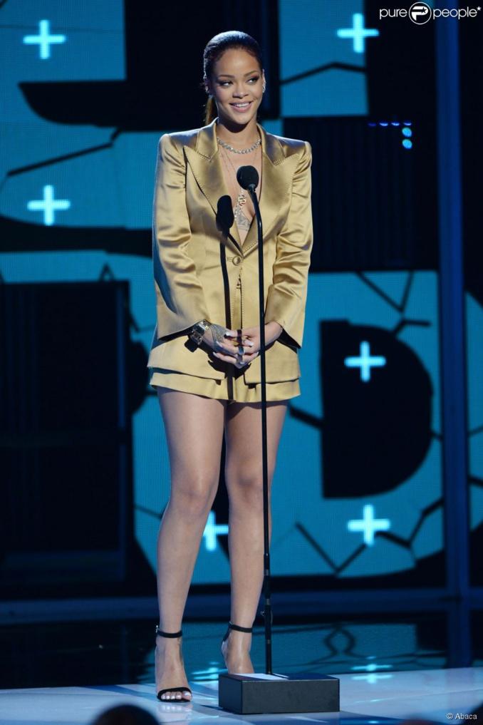 Rihanna : Popstar sexy face à Chris Brown victorieux et son ex, Karrueche Tran