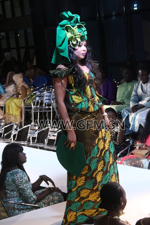 Images – Amina Poté en mode mannequin