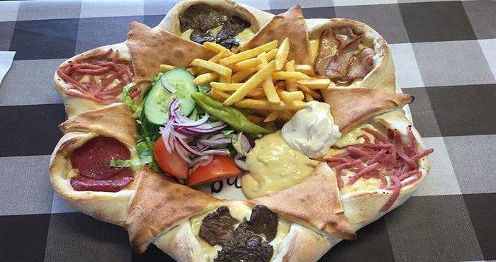 Découvrez une des meilleures pizzas au monde : La Vulkan ! Il y a de quoi bien caler le ventre...  344 P