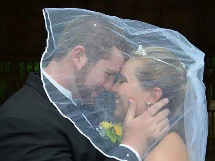 Ce couple décide de se marier une deuxième fois, après un accident... Vraiment émouvant.