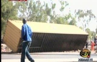 Accident tragique à Keur Mbaye Fall: un container se détache d'un camion et fait 2 morts et plusieurs blessés