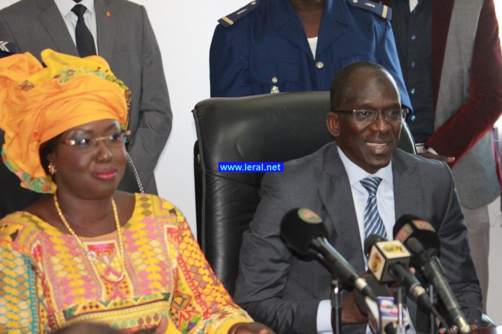 Vidéo - Ministère du Tourisme et des Transports aériens : Abdoulaye Diouf Sarr passe le témoin à Maïmouna Ndoye Seck