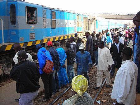 Le désœuvré déraille : Le suicidaire, le train et les chômeurs à bord