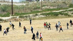 Plusieurs migrants ont fui, certains d'entre eux auraient rejoint les bois à l'extérieur de la ville