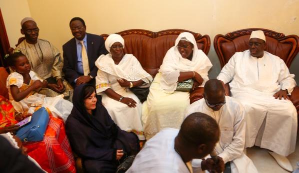 Condoléances: Le président de la République et la Première dame chez Moustapha Diakhaté
