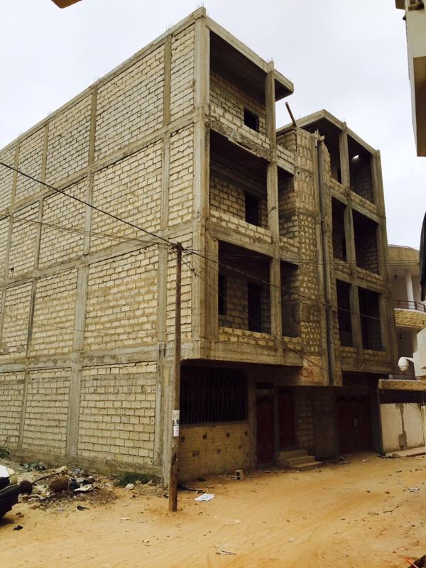 Autre immeuble de Mohamed Fall en construction et ses terrains à coter