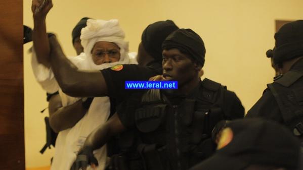 """Photos - Série d'incidents au Procès de l'ancien Président Tchadien: Habré récuse Me Ciré Clédor Ly, traite les juges de """"traîtres"""" et crie """"Allah Akbar..."""""""