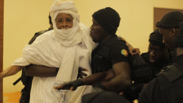 Habré attaque : « C'est une mascarade, une farce. Des valets de l'impérialisme … Des politiciens sénégalais pourris »