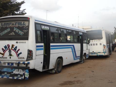 Scandale dans un bus Tata : Un contrôleur insulte une dame âgée pour avoir payé son ticket à un élève
