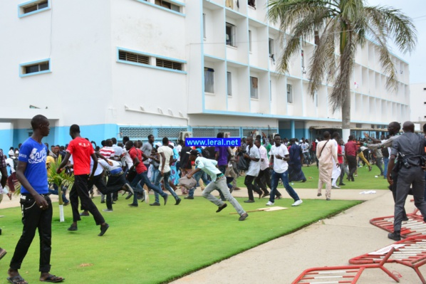Visite de Macky Sall à l'Ucad – Des étudiants avec des brassards rouges interdits d'accès au stade par les forces de l'ordre